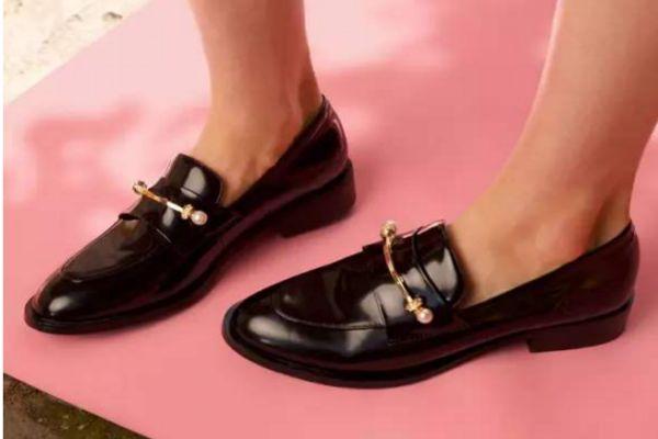 穆勒鞋和乐福鞋区别 乐福鞋和豆豆鞋区别