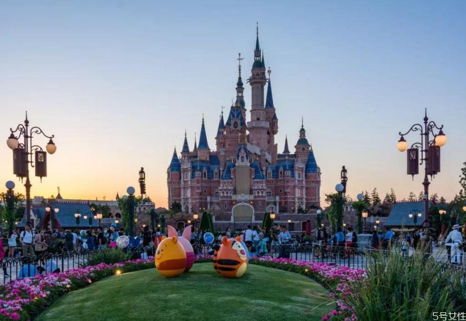 迪士尼在上海的哪个区 上海迪士尼两个人预算