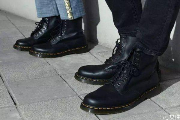 马丁靴穿变形了怎么办 马丁靴怎么穿不会皱