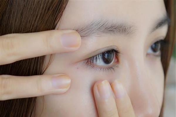 眼皮松弛怎么保养 眼皮松弛保养的技巧