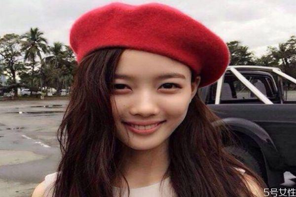 冬天什么颜色的贝雷帽百搭 戴贝雷帽适合弄什么发型