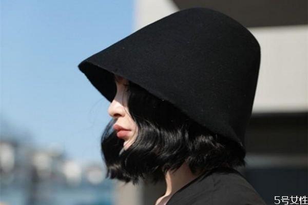 戴渔夫帽怎么扎头发 适合带渔夫帽的发型