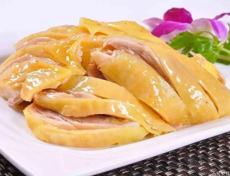 白切鸡煮多久 白切鸡三煮三浸
