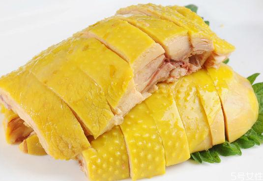 白切鸡煮熟还是蒸熟 白切鸡浸泡30分钟能熟吗