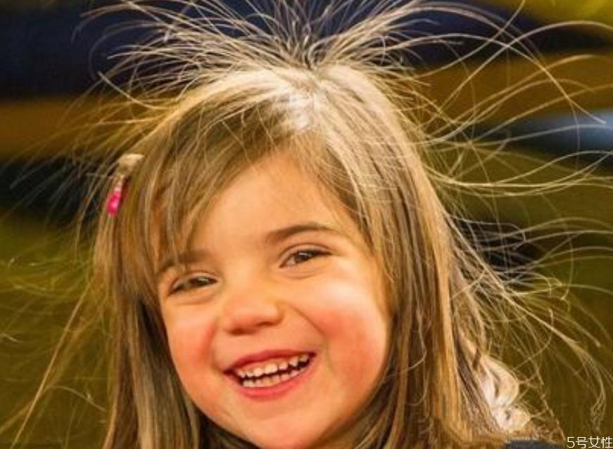 头发静电怎么消除 冬天如何让头发不起静电