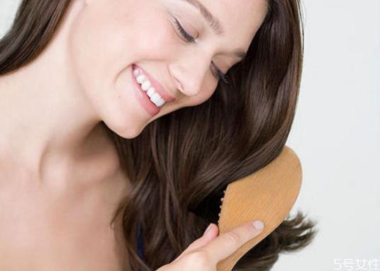 头发静电抹什么最管用 头发起静电有什么妙招
