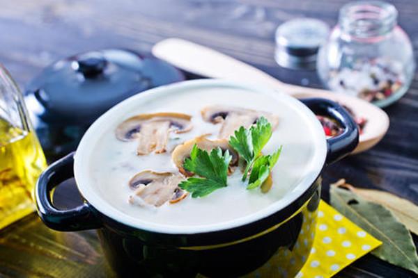 蘑菇没熟吃了会怎么样 蘑菇没熟吃了会中毒吗