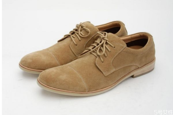 绒面鞋子不能水洗怎么办 绒面鞋子沾灰怎么打理