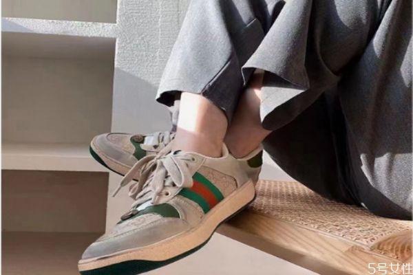 鞋子捂脚脚痒怎么办 鞋子捂脚脚臭怎么办