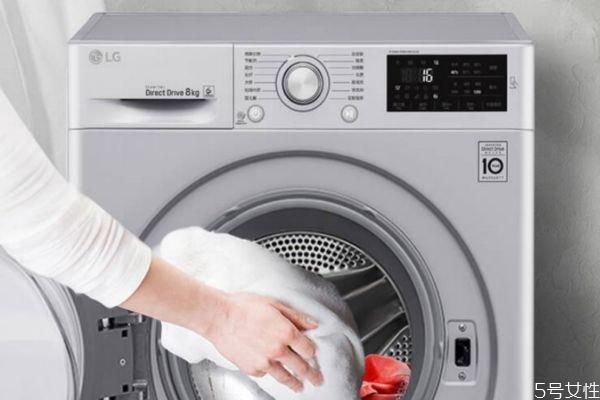 有扣子的衣服能放洗衣机吗 洗衣服时扣子怎么处理