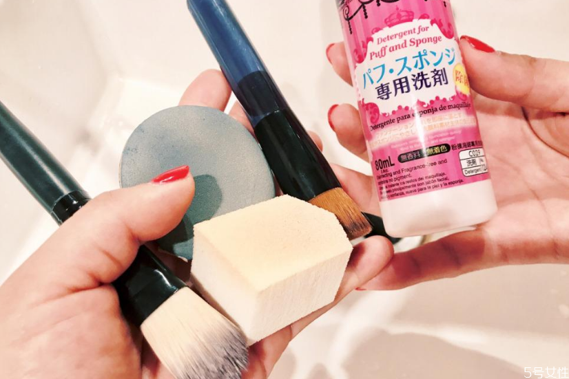 粉扑清洁剂是什么 粉扑清洁剂有必要吗