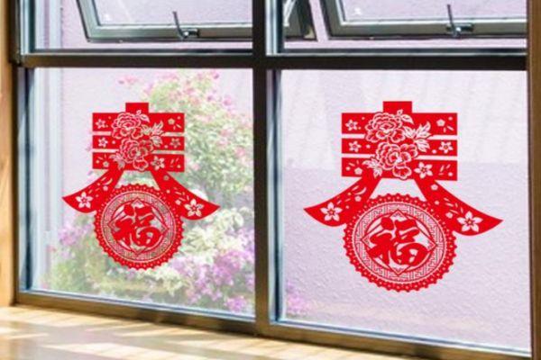 贴窗花正面朝屋里头还是朝外面 过年窗花可以提前贴吗