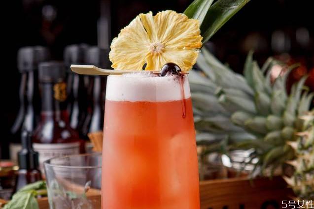 新加坡司令是女人喝的吗 新加坡司令鸡尾酒故事