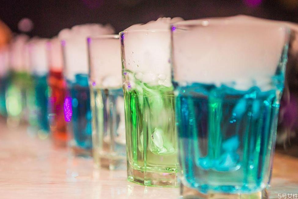 深水炸弹酒怎么做泡沫才多 深水炸弹怎么玩