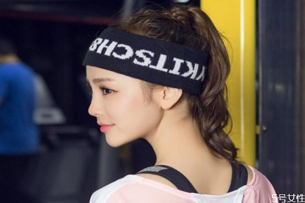 运动发带怎么绑 运动头带和导汗带区别