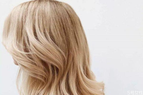 漂完头发需要吹干才能染头发吗 漂发可以不漂发根么