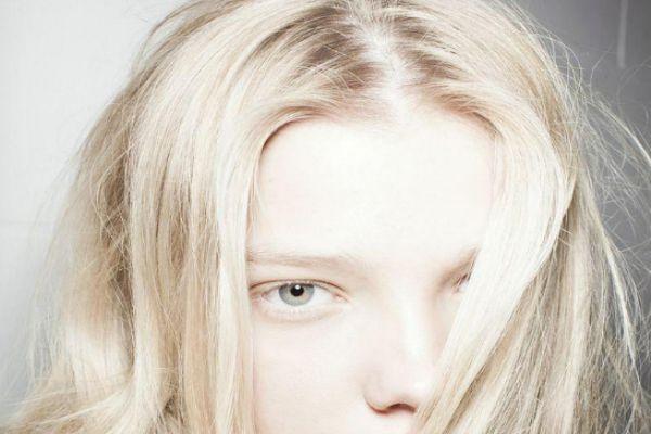漂完头发可以用洗发水洗吗 漂发对头发伤害大吗