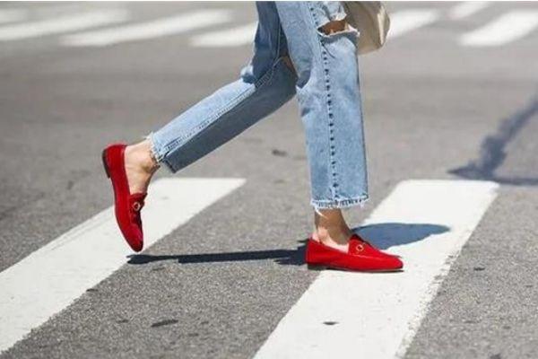 乐福鞋和穆勒鞋有啥区别 乐福鞋和皮鞋区别