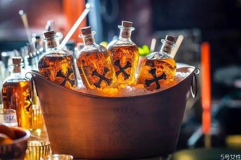 朗姆酒是甜的吗 朗姆酒可以兑果汁吗