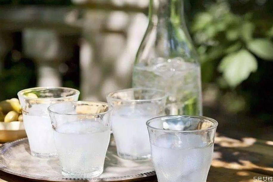 茴香酒的正确喝法 茴香酒怎么勾兑才好喝