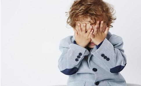 如何鉴别儿童自闭症 自闭症怎么治疗