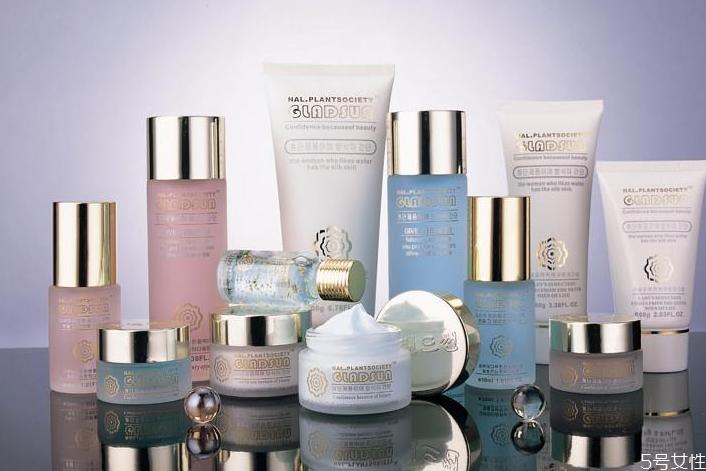 得物上的化妆品是真的吗 为什么毒上的化妆品便宜