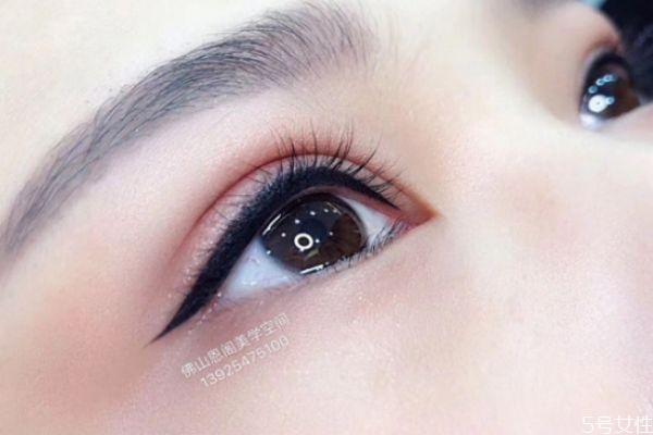 美瞳线怎么洗掉最安全 红霉素眼膏会让美瞳线掉色吗
