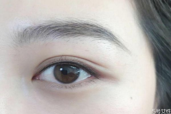 美瞳线晕色变色怎么处理 美瞳线淤青和晕色区别