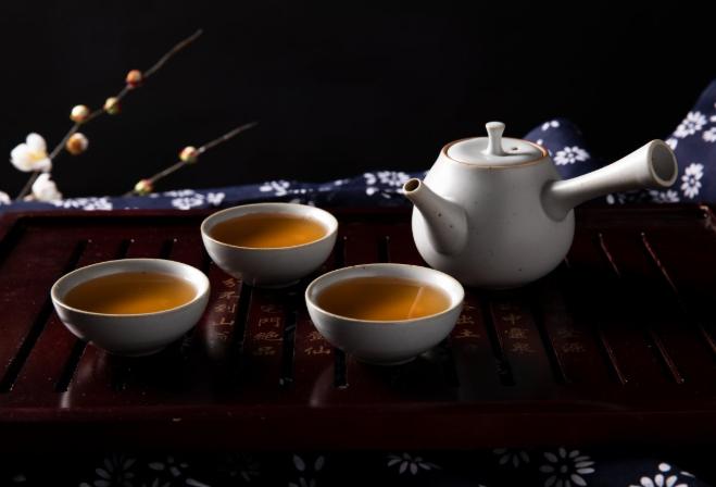 绿茶与红茶哪个比较好 绿茶与红茶哪个更健康