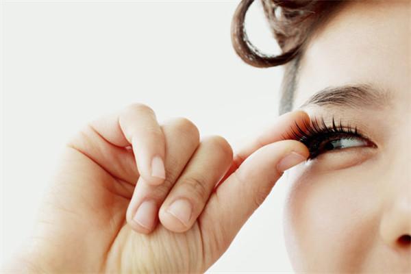 假睫毛有哪些种类 假睫毛有什么材质