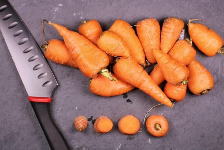 一天吃一根胡萝卜好吗,会导致皮肤发黄吗