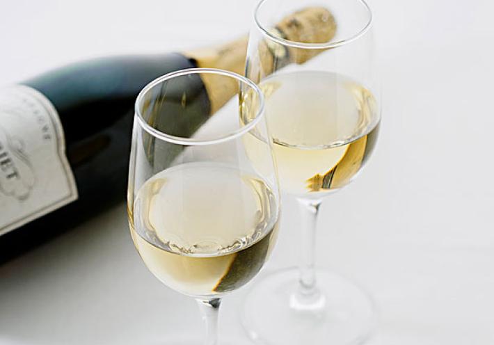 半干白葡萄酒怎么喝 半干白葡萄酒配什么喝