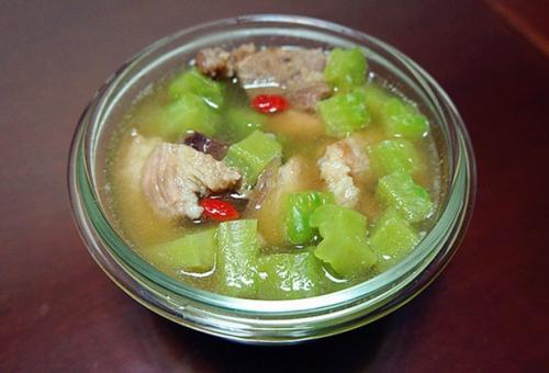 苦瓜汤怎么煮不会苦 苦瓜汤能放什么一起煲