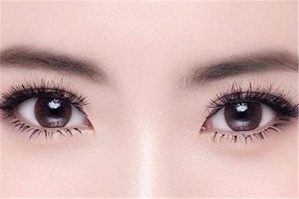 割双眼皮和埋线的区别 割双眼皮好还是埋线好