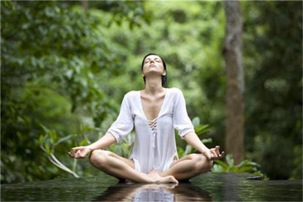 瑜伽可以丰胸吗 瑜伽丰胸动作有哪些