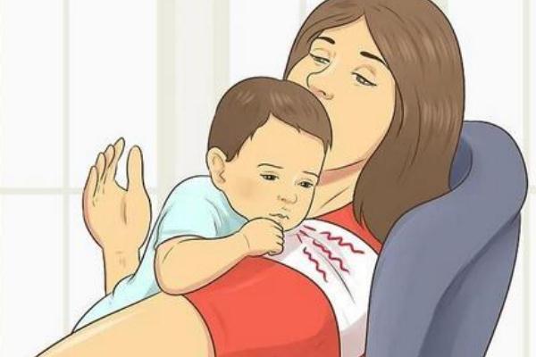 新生儿打嗝吐奶怎么回事 新生儿打嗝要抱起来吗