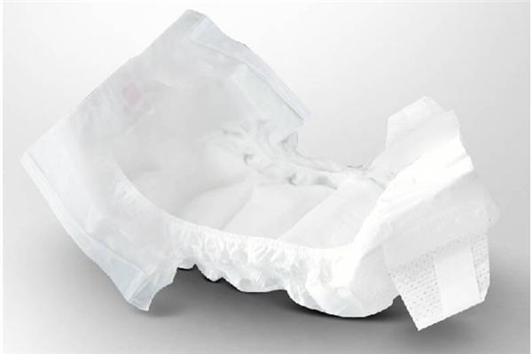 纸尿裤和尿布哪个对宝宝好 纸尿裤和尿裤的利弊