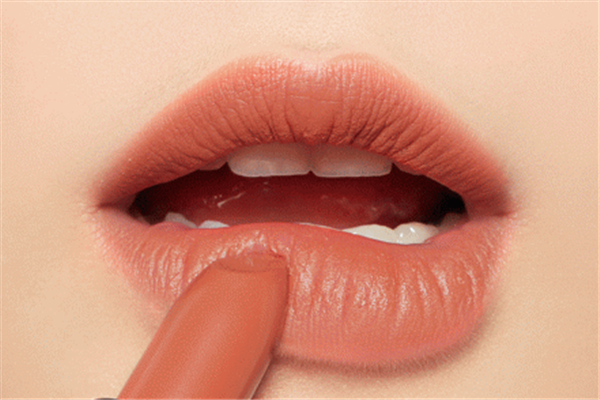 唇膏的使用方法
