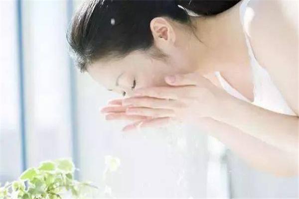 皮肤干燥会引起湿疹吗 皮肤干燥吃什么水果补水效果好