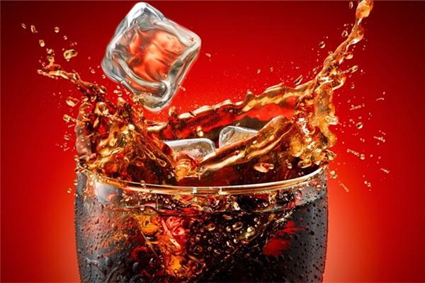 可乐放冷冻会爆炸吗 可乐放冷藏还是冷冻