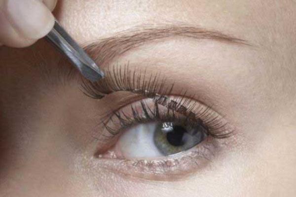 假睫毛如何快速卸掉 假睫毛的分类和款式