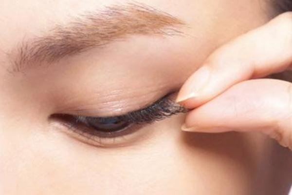 戴假睫毛对眼睛有害吗 假睫毛会伤害真睫毛吗