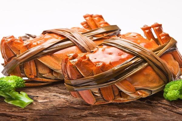 吃螃蟹可以喝白酒吗 吃螃蟹喝什么酒比较好