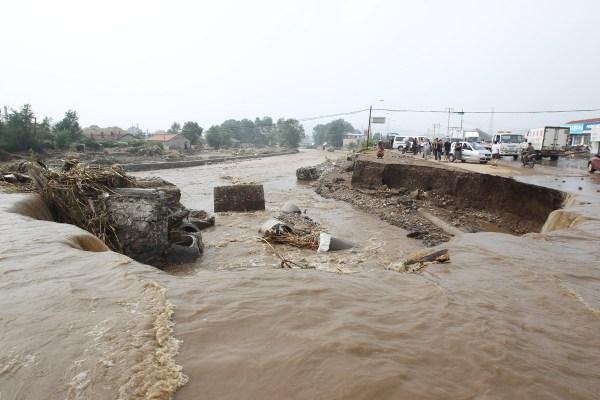 洪灾过后的河南卫辉满目疮痍 洪水来临前要准备什么