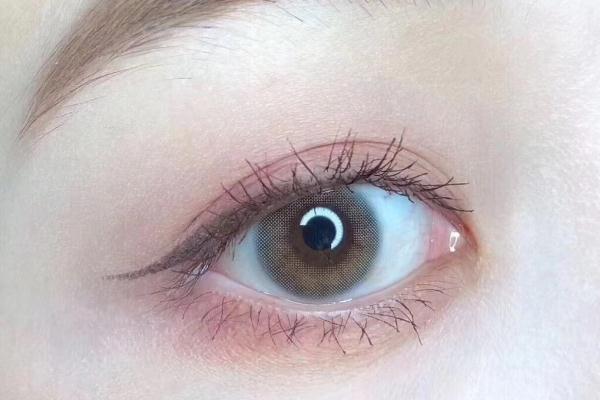 美瞳要每天换护理液吗 美瞳要一直泡在护理液里吗