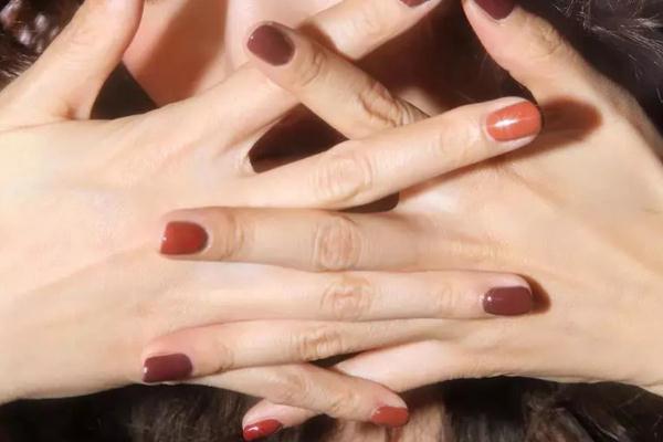 指甲油会得白血病吗 指甲油会掉色吗