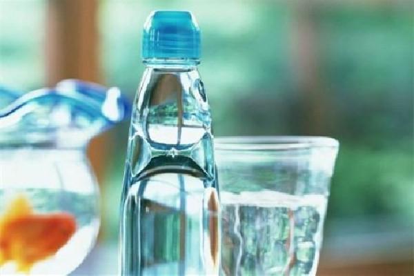 每天喝水很多还是口渴怎么回事 每天喝水后一个月的变化