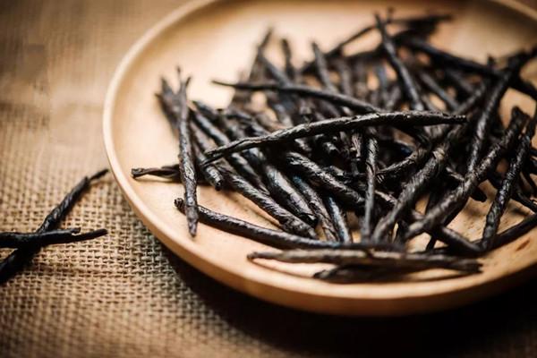 苦丁茶能和西洋参一起泡水喝吗 苦丁茶能和金银花一起泡水喝吗