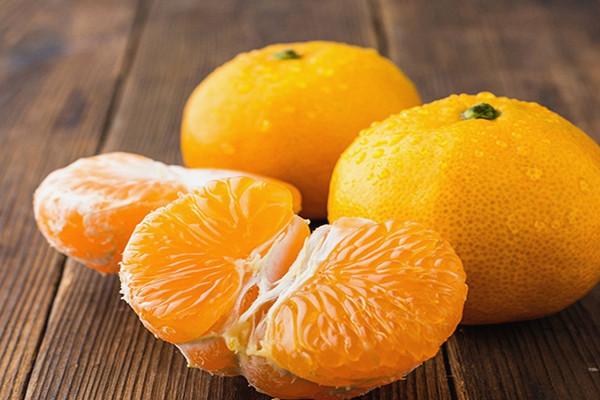 吃橘子可以喝牛奶吗 橘子可以和螃蟹一起吃吗