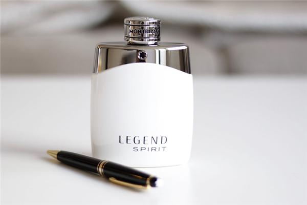 香水前调一般多久 香水前调中调后调是什么意思
